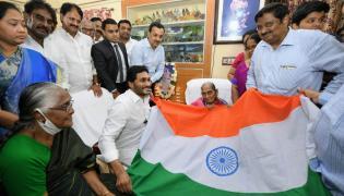 CM Jagan Honours Pingali Venkayya Family Photo Gallery - Sakshi