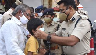 AP Police Reach Out To Public On Wearing Masks Photo Gallery - Sakshi