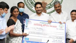 CM YS Jagan Releases Jagananna Thodu Amount - Sakshi