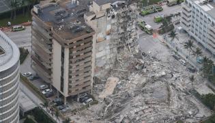 Rescue Ongoing After Miami Condo Partially Photos - Sakshi