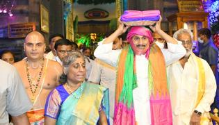 CM Jagan Mohan Reddy to offer silk clothes to Lord Venkateswara Photo Gallery - Sakshi
