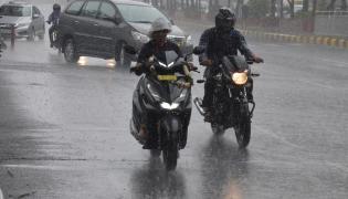Heavy rains lash several parts of Hyderabad Photo Gallery - Sakshi