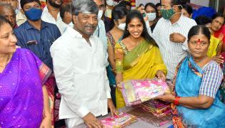 Bathukamma sarees distribution Photos - Sakshi