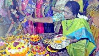 Batukamma Celebrations in Raj Bhavan Photo Gallery - Sakshi