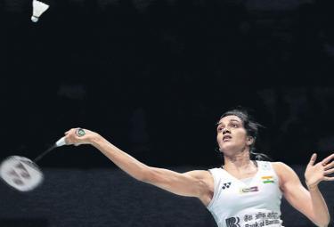 PV Sindhu beats Chen Yufei to enter final - Sakshi