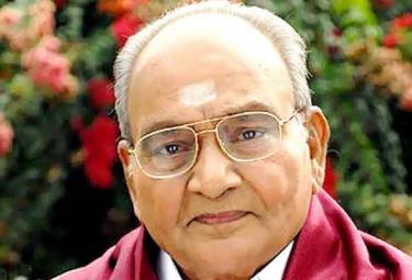 K. Vishwanath awarded the Padma mohana Swarna kankanam award - Sakshi