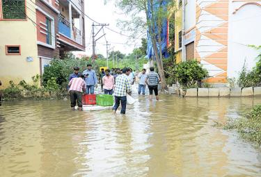 Hyderabad Suffering With Heavy Rains - Sakshi