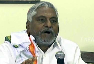 Congress Leader Jeevan Reddy Fires On KCR - Sakshi