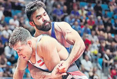 World Wrestling Championship Gurpreet And Manish Loses In The Second Round - Sakshi