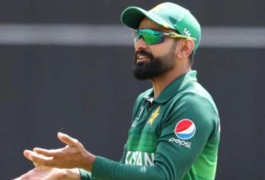 Mohammad Hafeez Trolled After Sharing Shirtless Photo - Sakshi