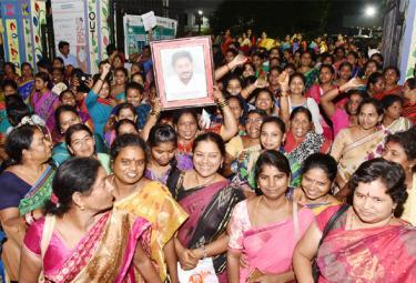 YS Jagan Mohan Reddy Hikes VOAs Salary in Visakhapatnam - Sakshi