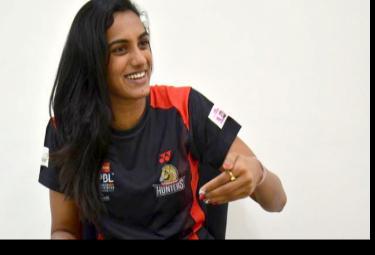 PV Sindhu Honoured by Hyderabad Hunters Team For Getting Padma Bhushan - Sakshi