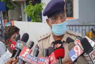 Tadipatri DSP Warns JC Prabhakar Reddy Over Abusing Comments On CI - Sakshi