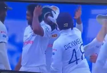 Funny Incident While High Five At England Vs Sri Lanka Test - Sakshi