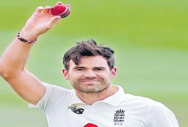 James Anderson delivers another performance to treasure on day of England toil - Sakshi