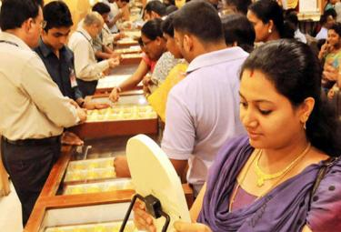 Gold Merchants Put Their Hopes On Discount Offers To Revive Gold Demand In Domestic Market - Sakshi