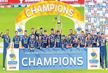 Sri Lanka beat India in third ODI - Sakshi