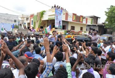 ys jagan second day road show in nandyal