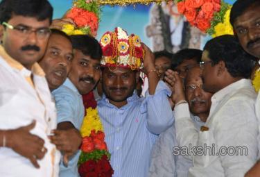 YS Jaganmohan Reddy Aryavishya meet in Nandyal