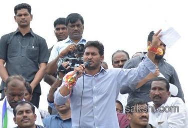 YS Jaganmohan Reddy Roadshow in Nandyal