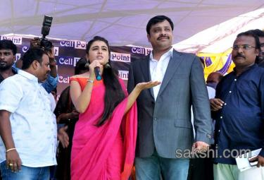 Shalini Pandey Inaugurates Cell Point In Nellore