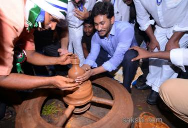ys jagan mohan reddy mees bc community leaders vijayawada