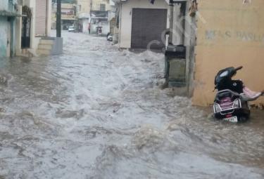 Heavy Rains lashes Hyderabad on Sunday