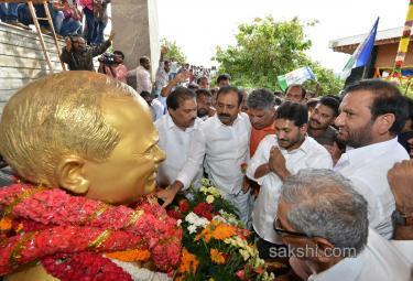 Jagan gets blessings before praja sankalpa yatra - Sakshi