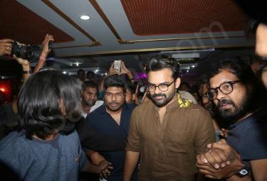 Jawan Movie Premiere Show - Sakshi
