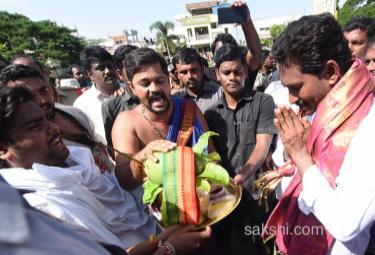 YS Jagan PrajaSankalpaYatra Day 215 Starts from Kovvada - Sakshi