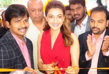 Kajal Aggarwal Launches HAPPI Mobiles Store In Hanamkonda Photo Gallery - Sakshi