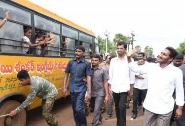 YS Jagan Prajasankalpayatra 247th Day Starts in Atchutapuram - Sakshi