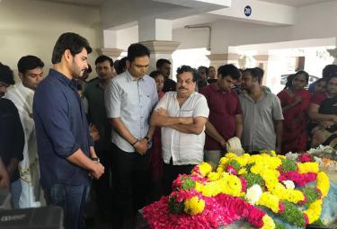 Mahesh babu Condolence Director B jaya Photo Gallery - Sakshi