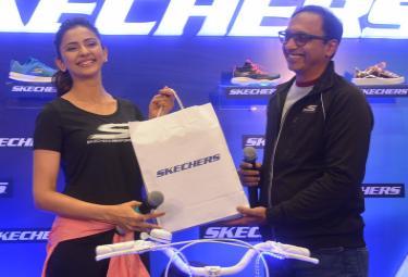Rakul Preet Singh at Skechers Store in Jubilee Hills Photo Gallery - Sakshi