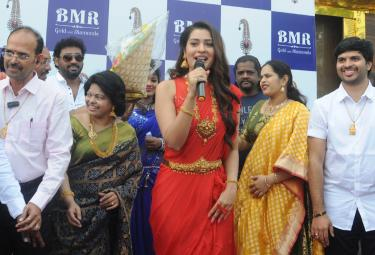 Payal Rajput Inaugurates A Gold & Daimond Show Room in Ongole Photo Gallery - Sakshi