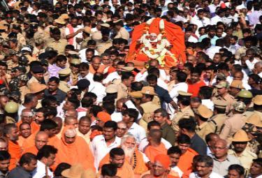 shivakumara swamis funeral Photo Gallery - Sakshi