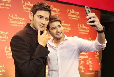 Mahesh unveils his MadameTussauds Photo Gallery - Sakshi