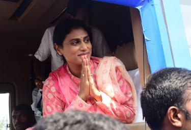 YS Sharmila Road Show in Guntur Photo Gallery - Sakshi