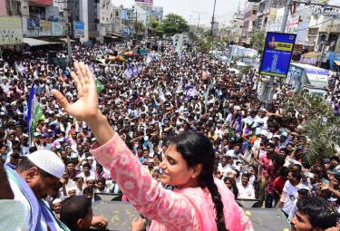 Ys Sharmila Bus Yatra in Guntur Photo Gallery - Sakshi