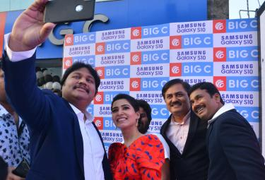 Samantha Akkineni Samsung S10e Mobile Launch Photo Gallery - Sakshi