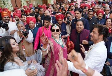 Akash Ambani Shloka Mehta wedding Photo Gallery - Sakshi