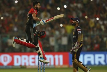 royal challengers won 10 runs kolkata knight riders - Sakshi