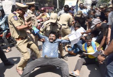 students protest nampally inter board office photo Gallery - Sakshi