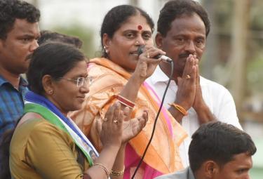 YS Vijayamma Public Meeting at Madugula Photo Gallery - Sakshi