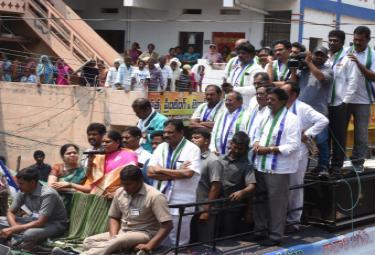 YS Vijayamma public meeting Vizianagaram Photo Gallery - Sakshi