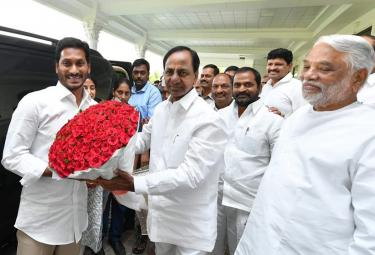 YS Jagan meets Telangana CM KCR in Pragathi bhavan Photo Gallery - Sakshi