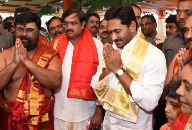 ys Jagan Attends Maha Rudra Sahitha Chandi Yagam Purnahuti Photo Gallery - Sakshi