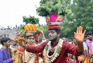 Bonalu festival kicks off at Golconda Fort Photo Gallery  - Sakshi