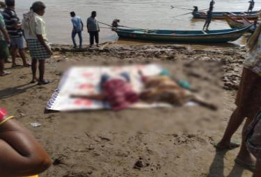 Tourist boat sinks in East Godavari Photo Gallery - Sakshi