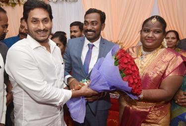 CM Jagan Attends Araku MP Goddeti Madhavi Marriage Reception In Vizag Photo Gallery - Sakshi